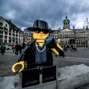 Andre hazes, lego, hazes lego, André lego, André Hazes, Amsterdam, Damrak, Damplein,Streetart Frankey