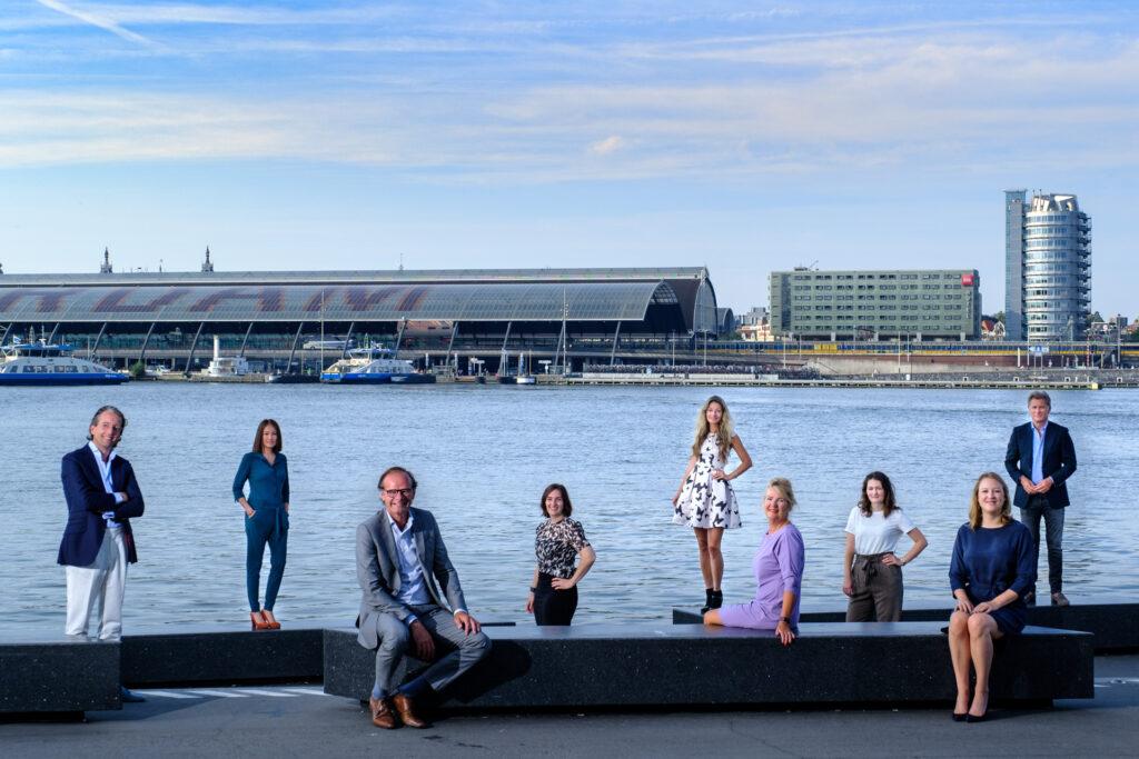 anderhalve meter, 1,5 meter, teamfoto Amsterdam, teamfoto bedrijf, groepsfoto bedrijf, groepsfoto personeel, fotograaf groepsfoto, fotograaf teamfoto, fotograaf anderhalvemeter, fotograaf corona